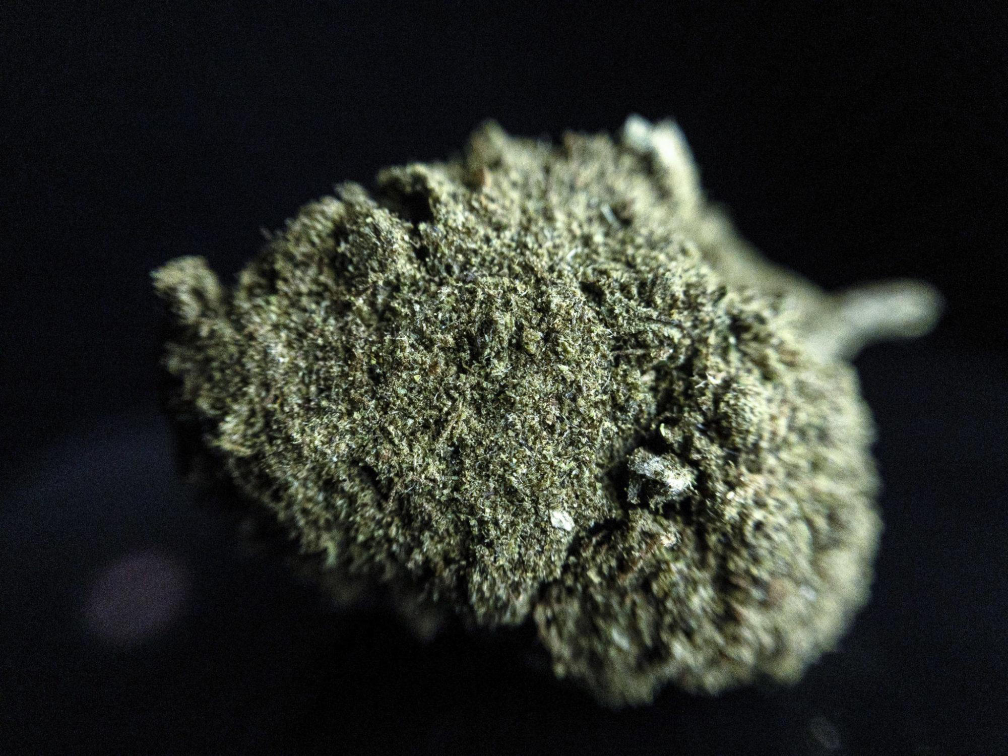 CBD Blüten Moon Rock 30% cbd rauchen